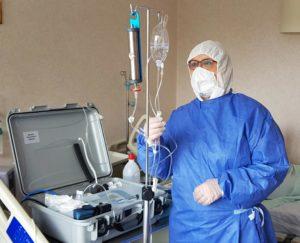 Очень положительные и быстрые результаты получены при использовании озонированного физиологического раствора у пациентов, госпитализированных по поводу COVID-19